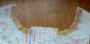 Ausschnitt bebügeln und Falten markieren