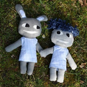 graue Freunde im Gras
