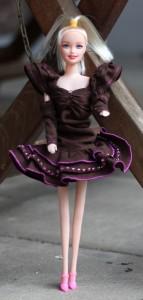 Ankleidepuppe im Cocktail-Kleid