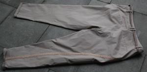 Rückseite der Hose mit Spitze