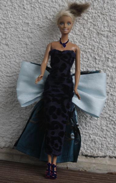 Barbie im Schleifenkleid