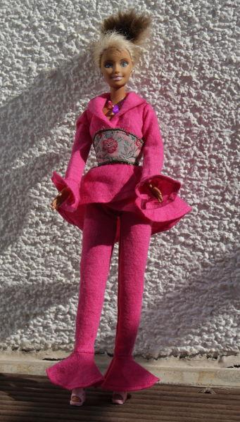 Barbie im Hosenanzug in pinl