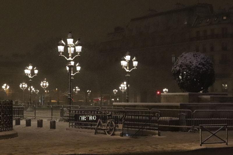 Place de lHotel de Ville im Schnee