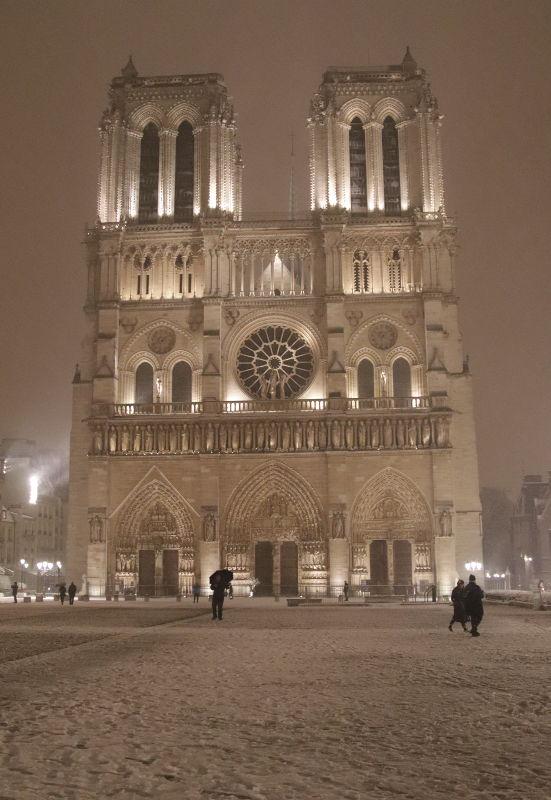 Notre Dame in Schnee