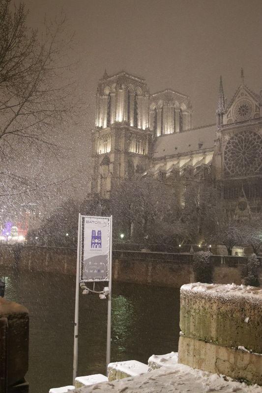 Notre Dame im Schnee