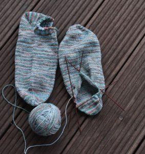 Sneaker Socken aus Baumwollgarn, fast fertig