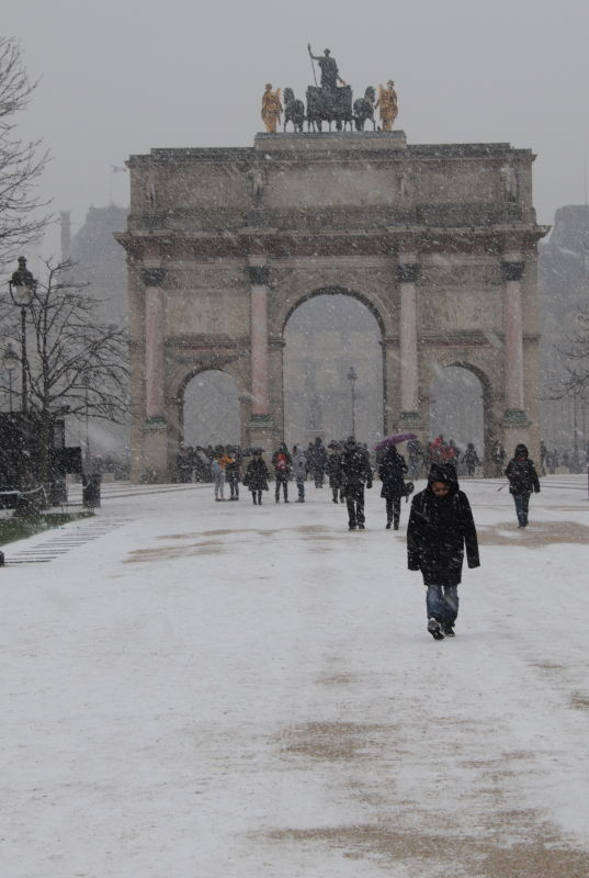 Arc de Triomph du Carrousel im Schnee