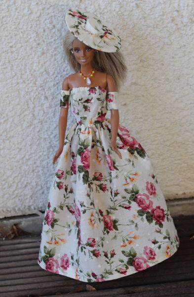 Barbie mit langem Kleid und Hut