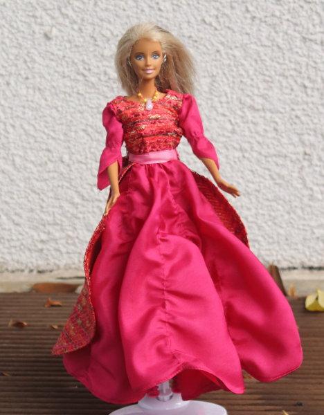 Barbiekleid in Rot und Pink