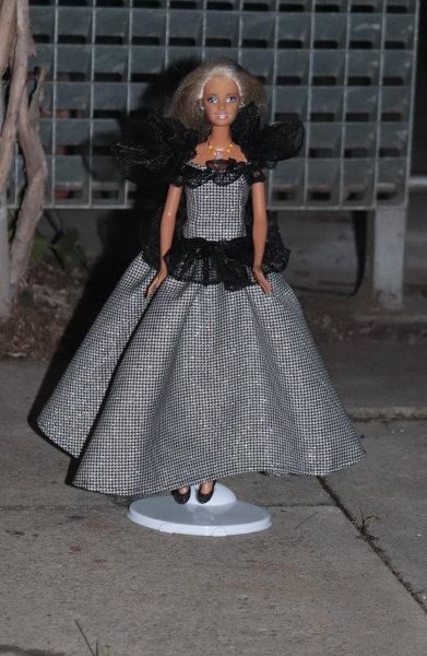 Barbie in schwarz-weiß