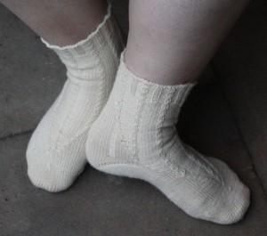 Socken mit Zopfmuster