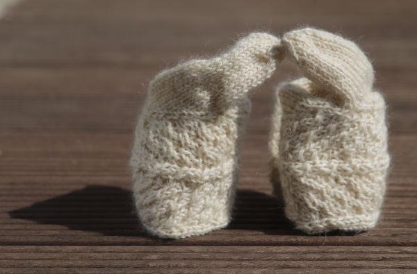 Handschuhe mit Zopfmuster
