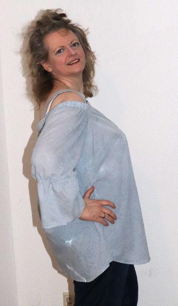 Schulterfreie Tunika in hellblau
