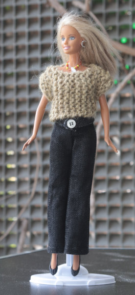 Barbie in Jeans und Pulli